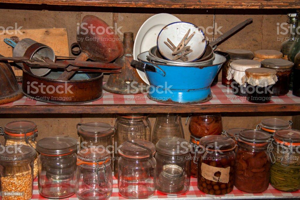 Etagere Ancienne Avec Bocaux Et Materiel Cuisine Stock Photo