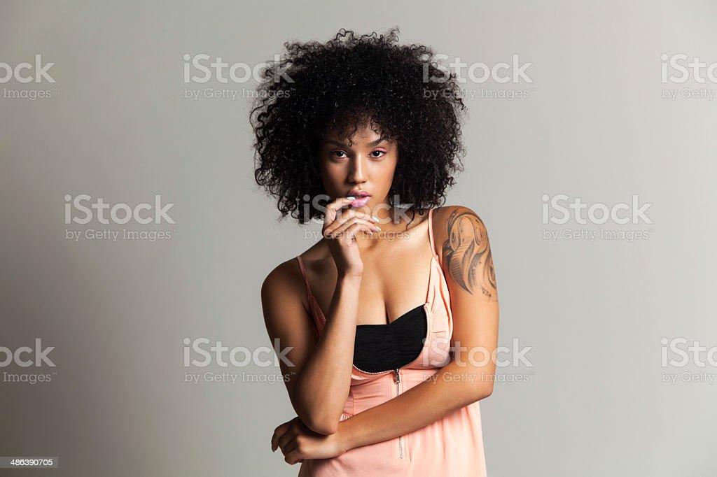 Ethnische Schönheit mit pink eye shadow – Foto