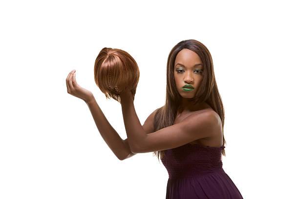 ethnische schwarze frau, model in perücke im - kurze schwarze haare stock-fotos und bilder