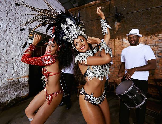 ethnische rhythmen - sambatrommeln stock-fotos und bilder