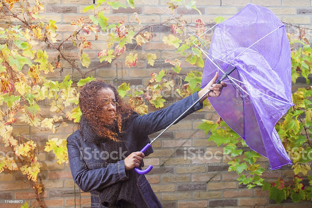 Ethnic woman fighting with her umbrella foto