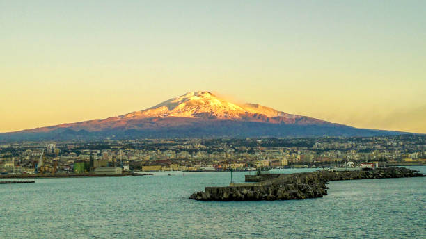 Etna volcano Early morning view Port of Catania with city skyline & Mount Etna volcano beyond catania stock pictures, royalty-free photos & images