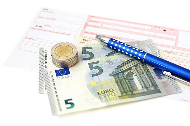 euro überweisung mit geld, slip, stift - bic kugelschreiber stock-fotos und bilder