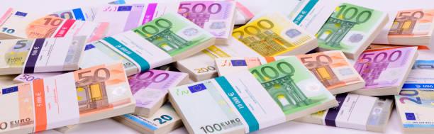 Euro-Banknoten zeigen Reichtum und Erfolg – Foto