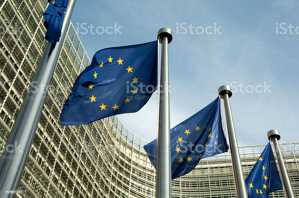 Euro flags Comisión Europea - foto de stock