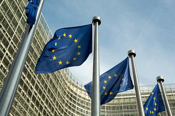 Euro flags Comisión Europea - foto de stock