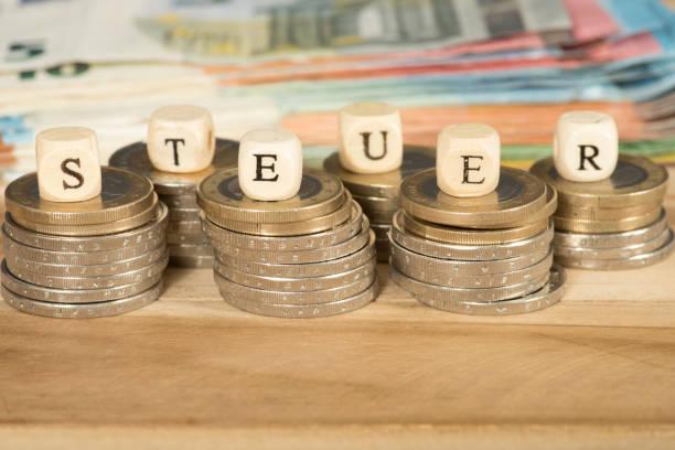 Euro Geldscheine und Banknoten und die Steuern stock photo