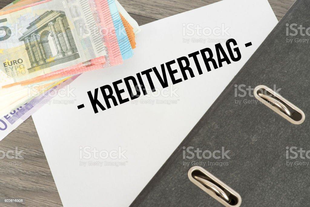 Euro-Geldscheine Und Ein Kreditvertrag – Foto