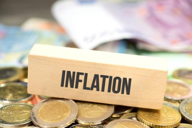 Euro Geldscheine und Münzen und die Inflation stock photo