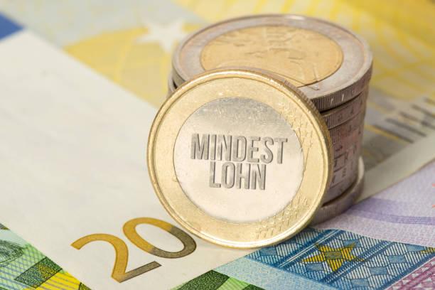 Euro Geldscheine und Münzen und der Mindestlohn – Foto