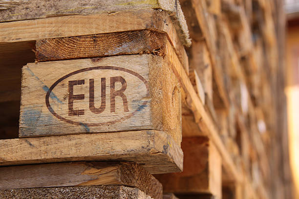 euro pallet - pallet foto e immagini stock