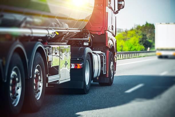 euro semi truck on highway - transport truck tyres foto e immagini stock