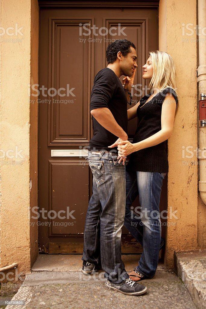 Couple : flirter, est-ce tromper ? Une thérapeute de couple répond ! - Biba Magazine