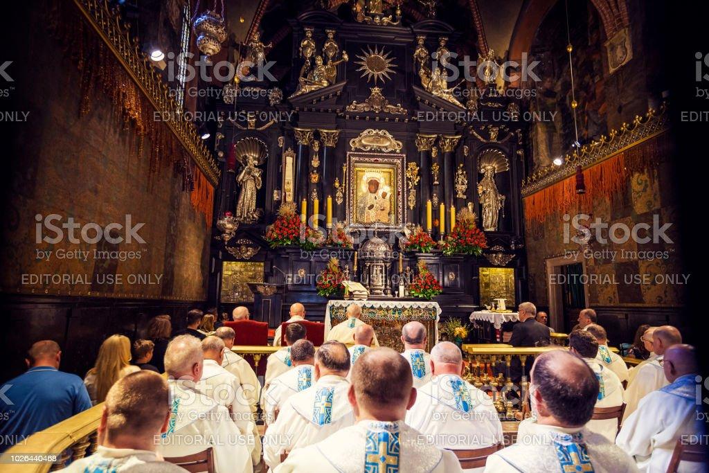 Europa, Polen, Malopolska, Czestochowa, Kloster von Jasna Gora, während Marian Feast of Assumption, Schwarze Madonna Gemälde der Jungfrau Maria und das Jesuskind – Foto