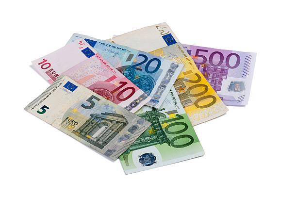 Billetes de banco europeo aislado sobre fondo blanco - foto de stock