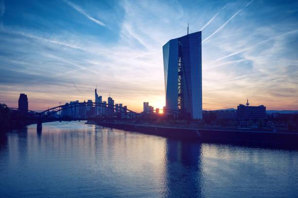 Europäische Zentral Bank Building bei Sonnenuntergang – Foto