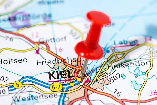 europäischen städten auf karte-serie: kiel - kiel stock-fotos und bilder