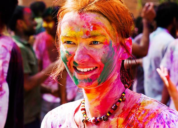 european girl celebrate festival holi in delhi, india. - indianer make up stock-fotos und bilder