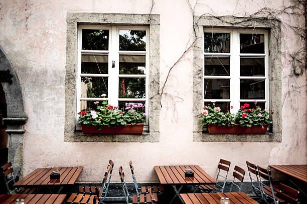 europäische outdoor café - restaurant köln stock-fotos und bilder