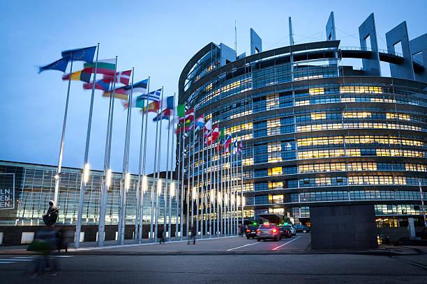 Europäische Parlament bei Dämmerung, Straßburg, Frankreich – Foto