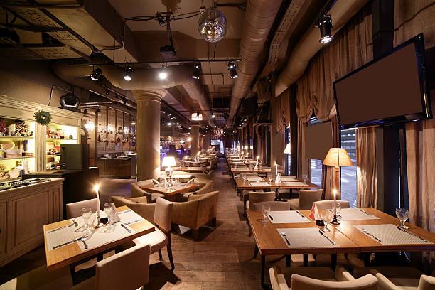 europäisches restaurant in hellen farben - restaurant inneneinrichtung stock-fotos und bilder