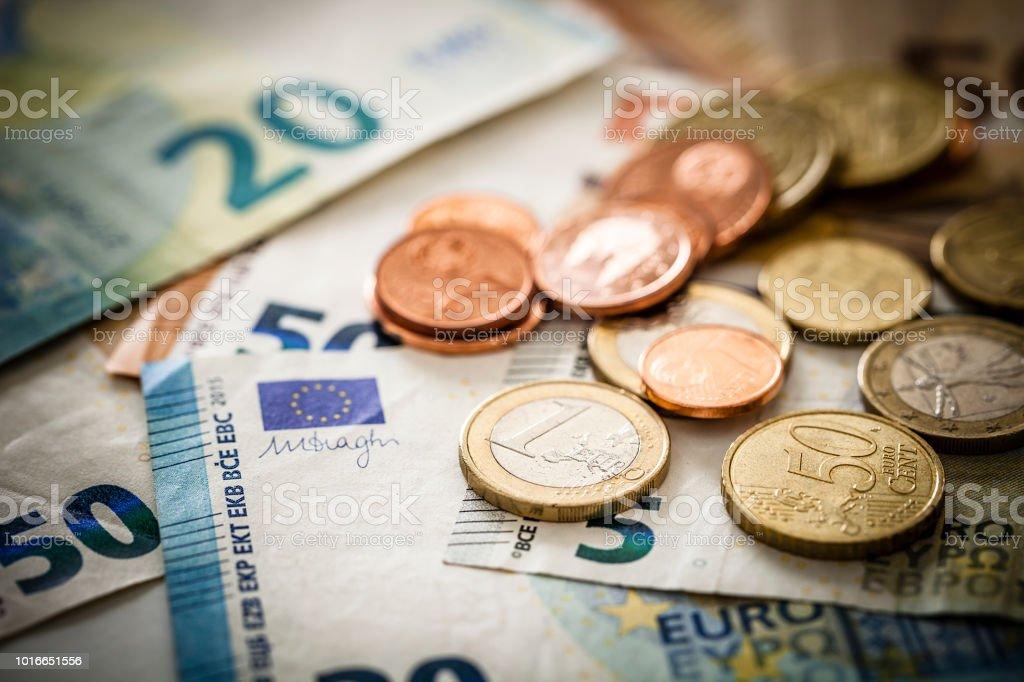 欧州連合 banknotes 、硬貨 - 1ユーロ硬貨のロイヤリティフリーストックフォト