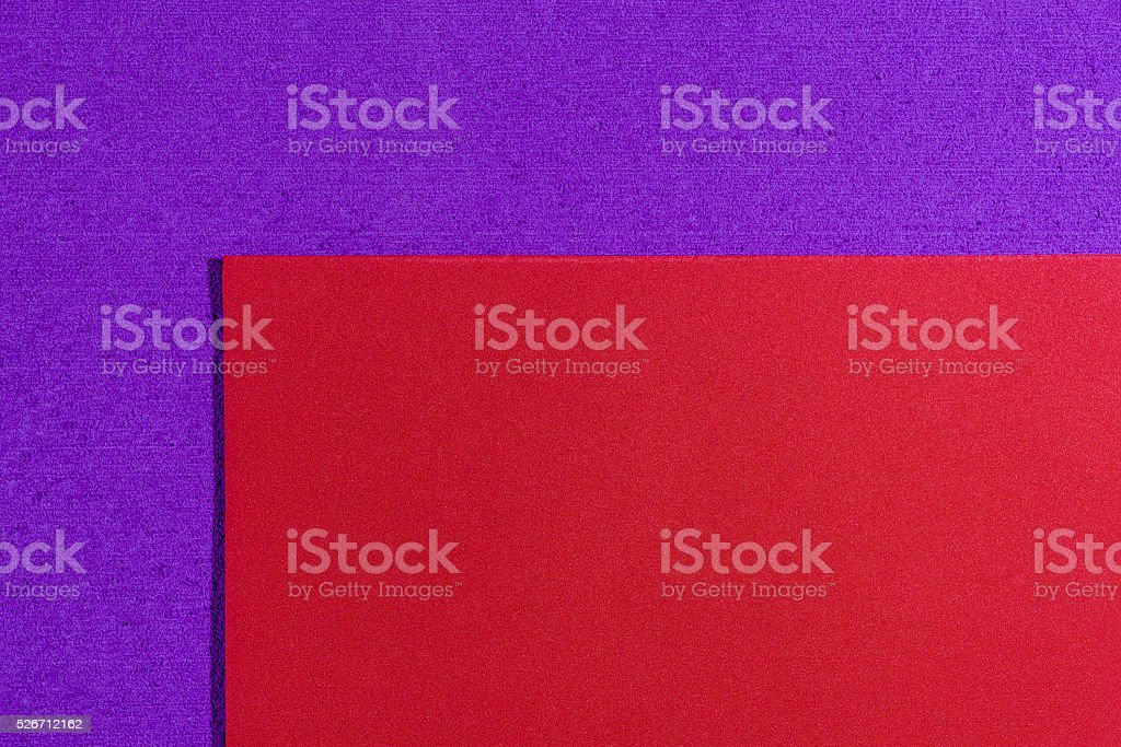 Espuma Eva tinto sobre púrpura - foto de stock