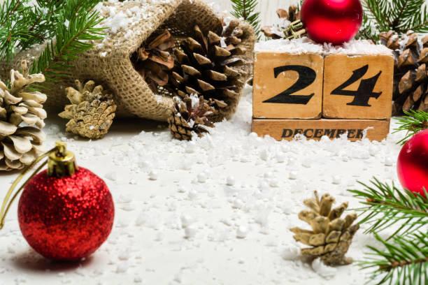 silvester, weihnachten. am 24. dezember. winterzeit. leichte rute für eine postkarte oder glückwünsche. - sprüche kalender stock-fotos und bilder