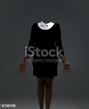 istock Even without a head, she is stylish 871652738