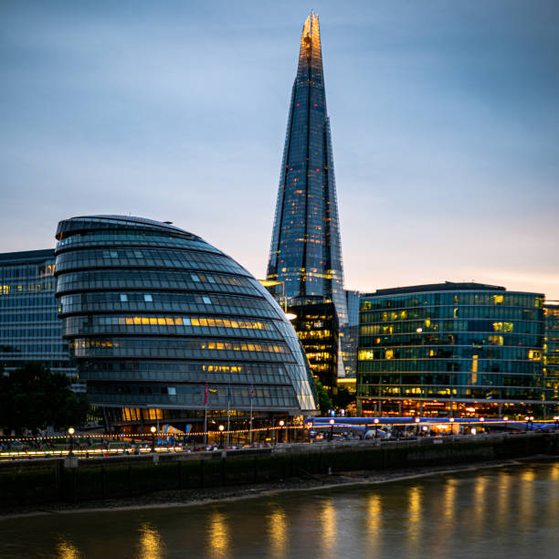 avond in tower bridge - shard london bridge stockfoto's en -beelden