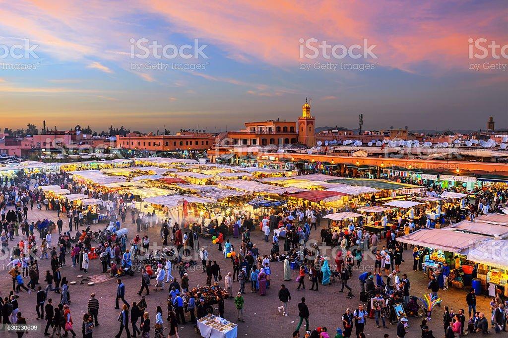 Noche djemaa el fna con mezquita de koutoubia marrakech - Fotos marrakech marruecos ...