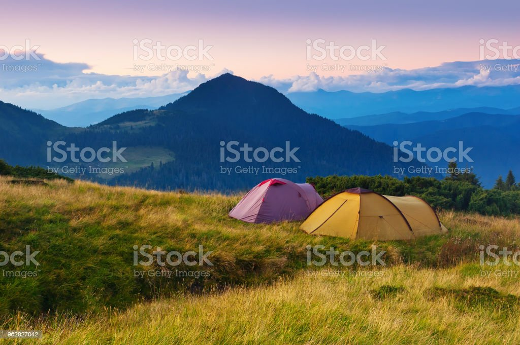 Evening in the Mountains - Foto stock royalty-free di Alba - Crepuscolo