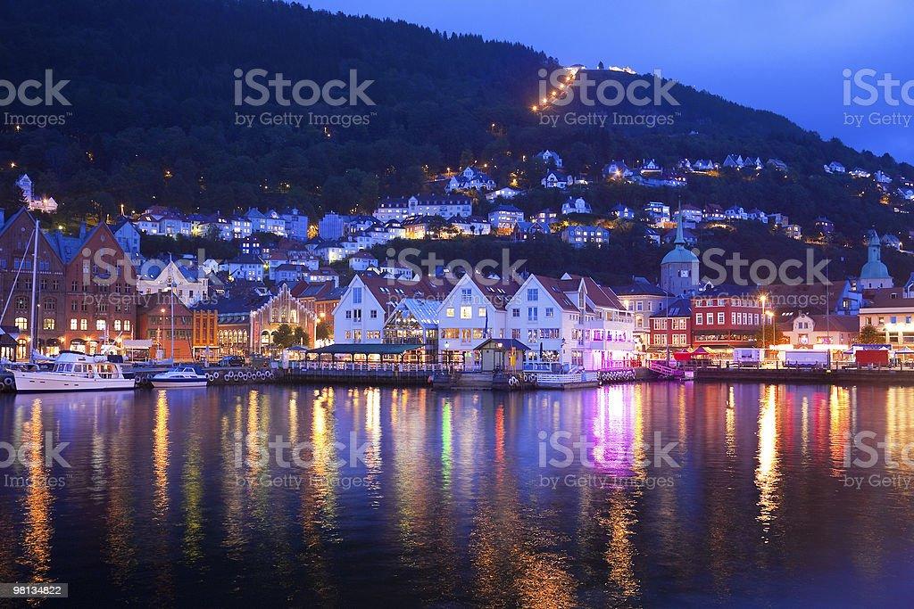 panorama di sera di Bergen, Norvegia foto stock royalty-free