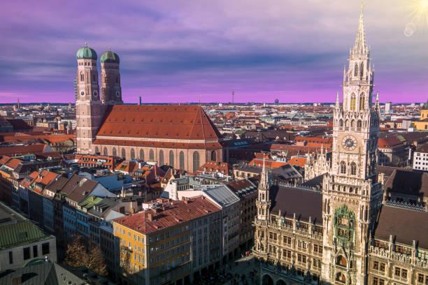 evening panoramic cityscape dowtown of munich at sunset, bavaria - marienplatz foto e immagini stock