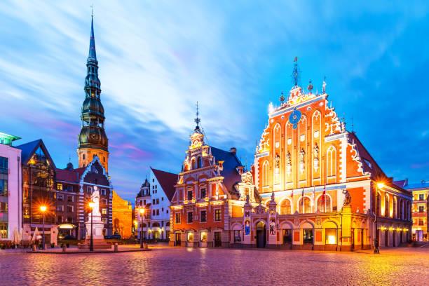 Am Abend Kulisse der alten Rathausplatz in Riga, Lettland – Foto