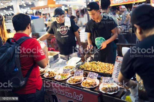 Evening street food market picture id1012117678?b=1&k=6&m=1012117678&s=612x612&h=esuvilt1zihhfvh3hvgjjcwv77rn028ji0ghktbmfaa=