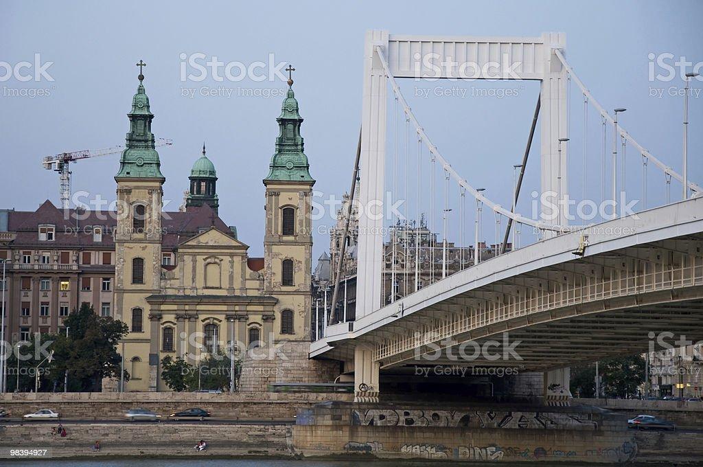 Sera vista sul Ponte Elisabetta a Budapest foto stock royalty-free