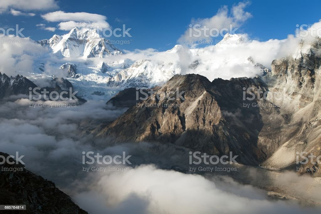 Evening view from Gokyo Ri to mount Gyachung Kang foto stock royalty-free