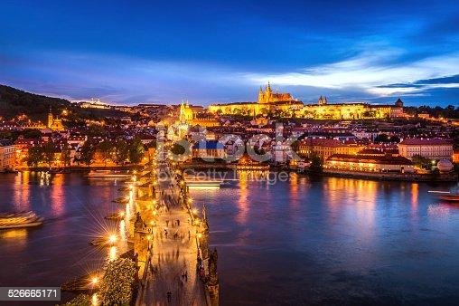 istock Evening view of Prague Castle and Charles Bridge 526665171