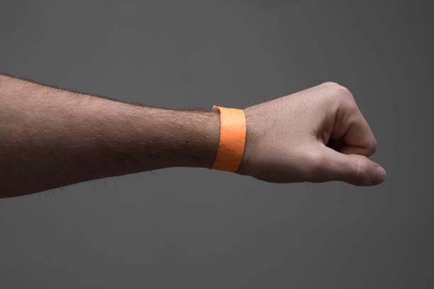 event-krankenhaus armband armband - a zone armband stock-fotos und bilder