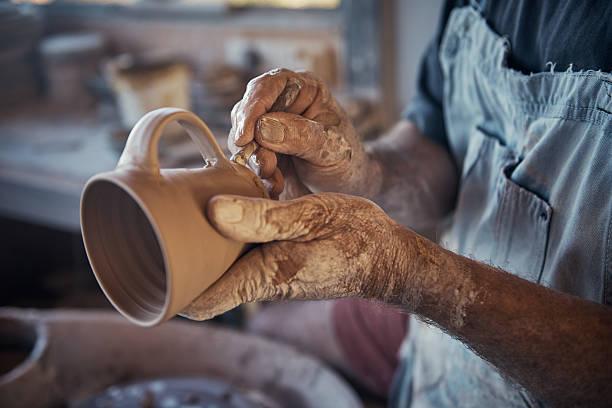 cada xícara ele faz é único - cerâmica artesanato - fotografias e filmes do acervo