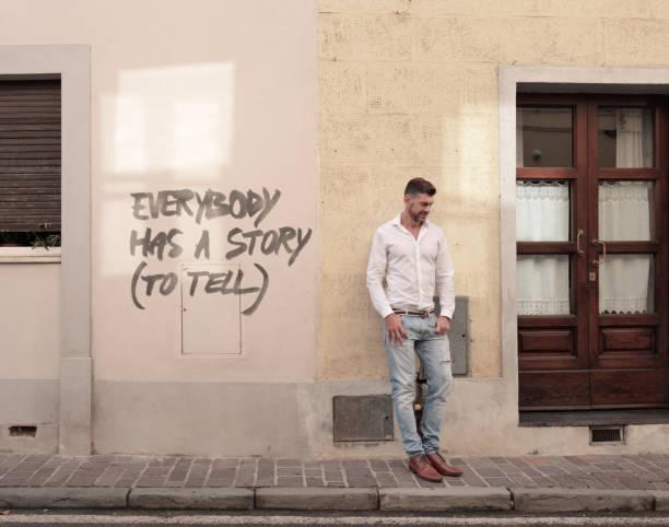 jeder hat eine geschichte zu erzählen - männer zitate stock-fotos und bilder