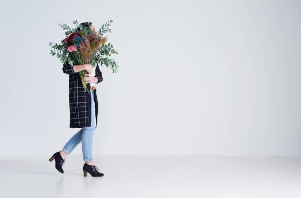 todo dia é para as flores - mulher flores - fotografias e filmes do acervo