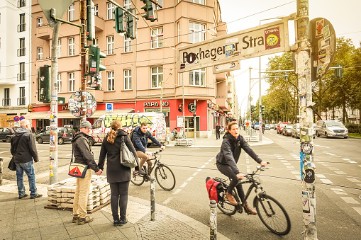 Everyday life in Berlin with bikers and pedestrians moving around