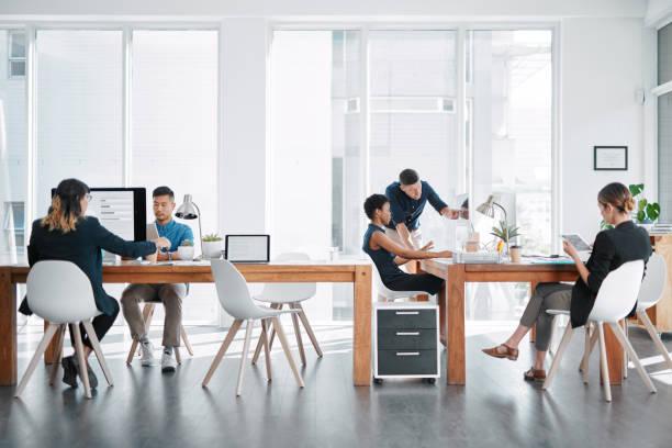 誰もが自分の役割を果たす - オフィス ストックフォトと画像