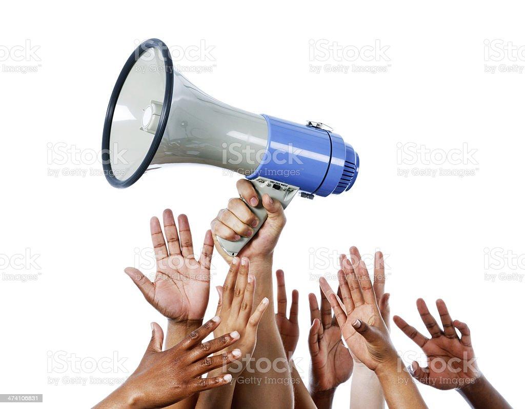 Jeder will seins unterbringen,: Viele Hände auffallenden Megafon - Lizenzfrei Arbeitskollege Stock-Foto
