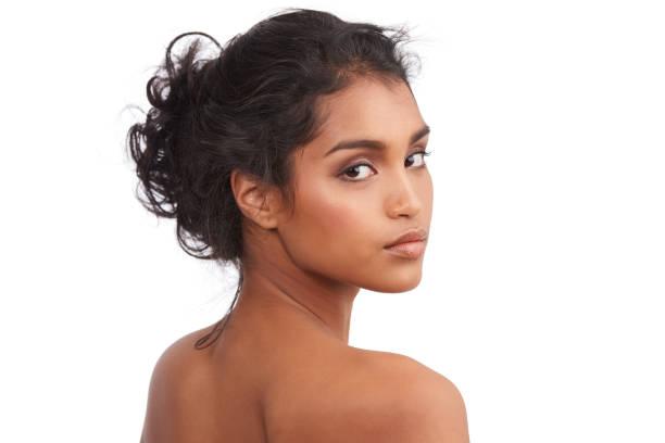 tout en elle est vraiment belle - belle femme africaine photos et images de collection