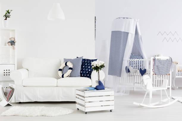 alles bereit für einen kleinen matrosen ankommen - marineblau schlafzimmer stock-fotos und bilder