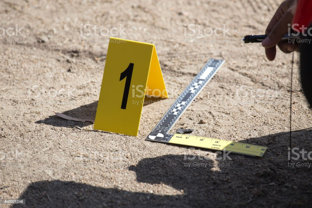 evidence marker and ruler scale of evidence  with law enforcemen – Foto