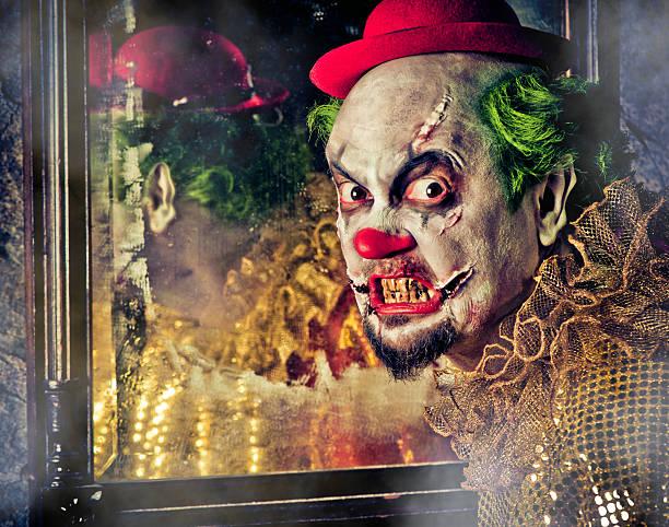 böse clown - horror zirkus stock-fotos und bilder